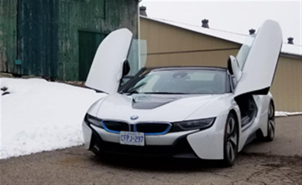2019 BMW i8 Roadster: Less is More
